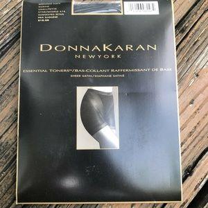 Donna Karen NY Pantyhose Midnight Navy S Essential